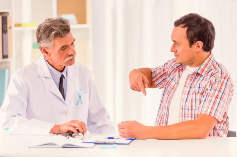 мужчина с эректильной дисфункцией на приеме у врача